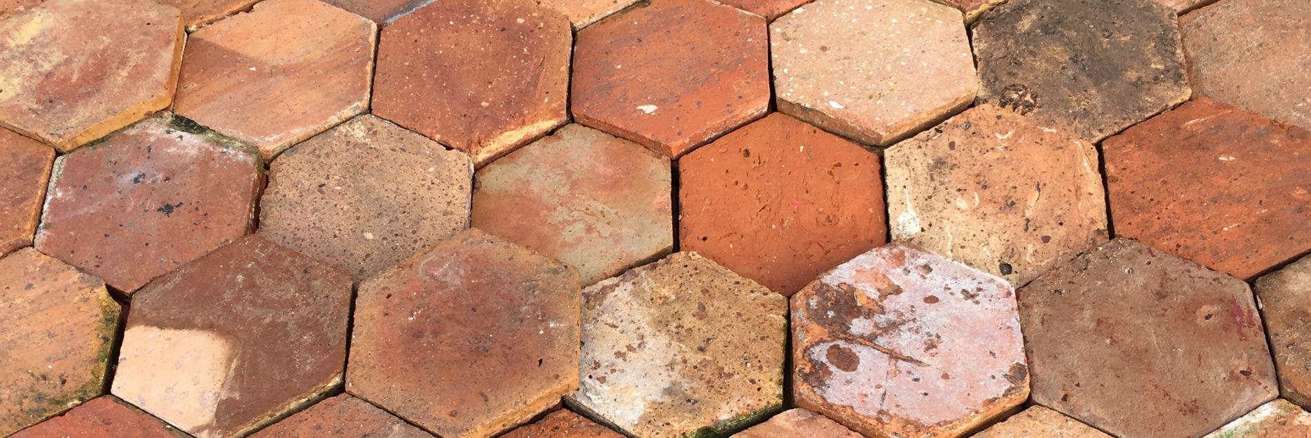 Comment Enlever Ciment Sur Pavés comment poser des tomettes anciennes ? | bca matériaux anciens