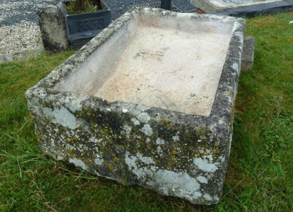 lavoir en pierre ancien