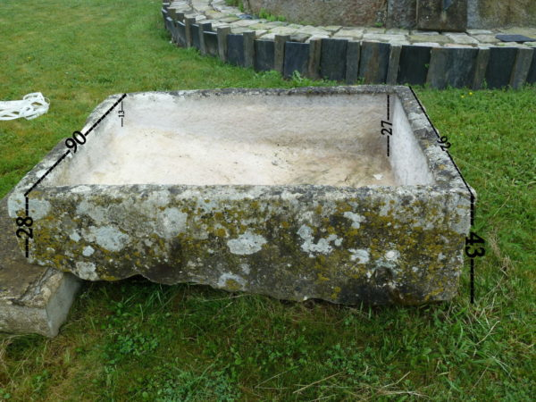 lavoir en pierre calcaire