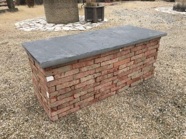 banc ancien en brique ancienne