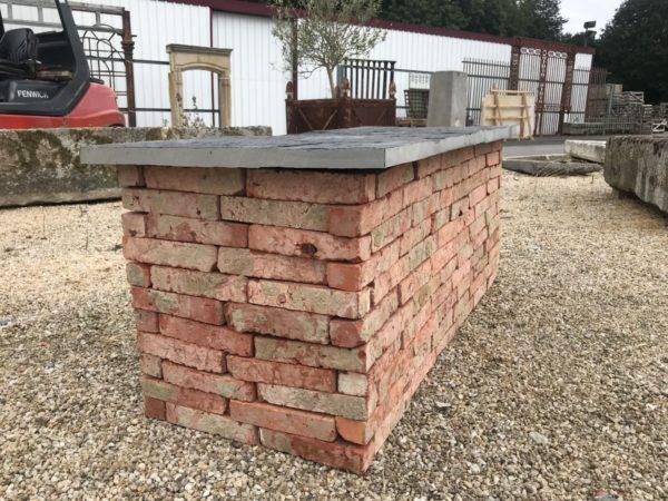 banc en brique et ardoise