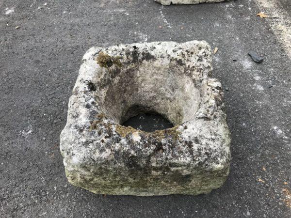 petite auge en pierre calcaire