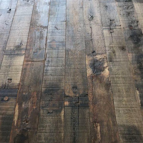 Plancher en fond de wagon en chêne