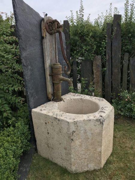 fontaine ardoise orneau et pierre ancienne