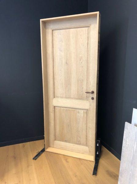 Porte en bois simple en chêne