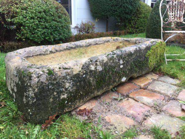 Bac en pierre calcaire pour aménagement de jardin