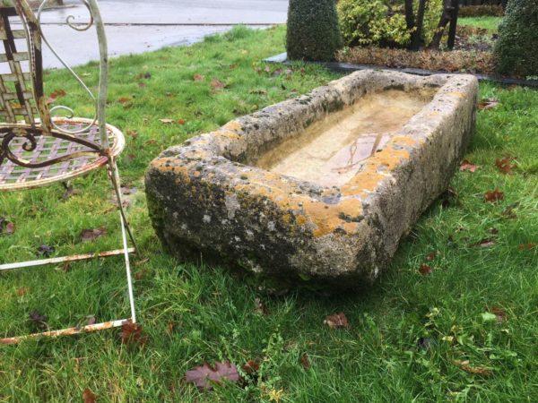 Très grande auge pour jardin en pierre