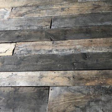 plancher ancien contraste de couleur sombre clair