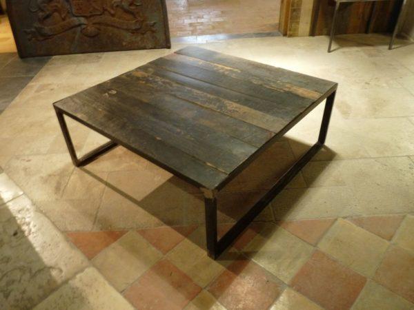 table basse sombre pour salon bois
