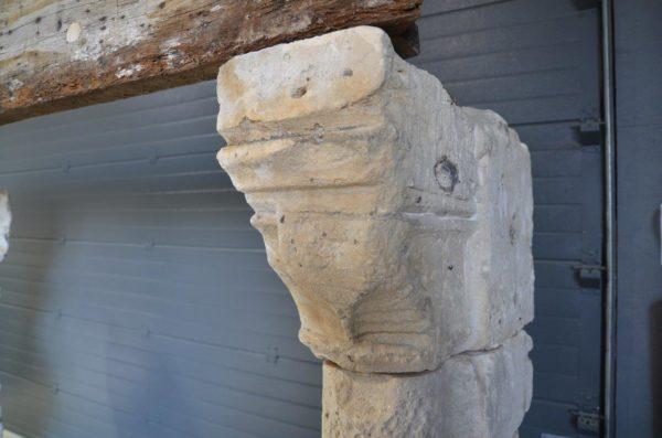 détails pierre ancienne de cheminée en bois