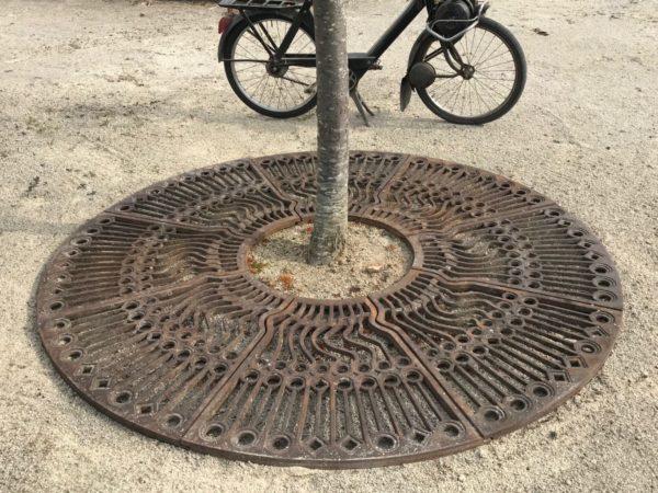 tour d'arbre en fonte de paris ancien