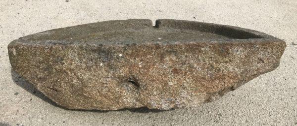 evier ancien en granit style gothique