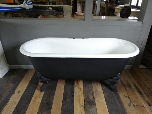 baignoire ilot ancien avec ses 4 pieds