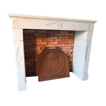 cheminée du XIX eme sur fond blanc