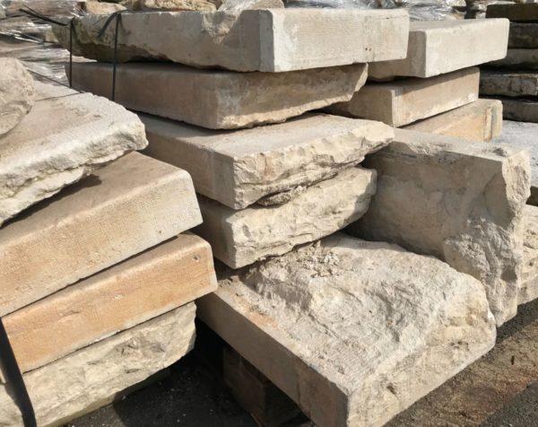 lot de marche en pierre calcaire ancienne