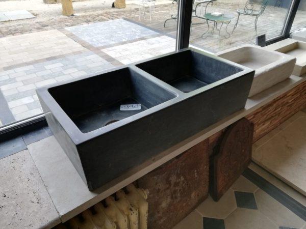 vasque en pierre bleu long pour salle de bain ou cuisine