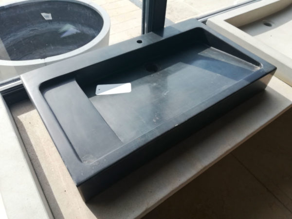 Vasque droit rectangulaire en pierre