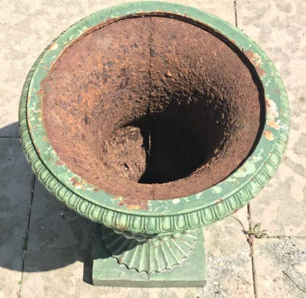 paire de vase ancienne en fonte vue du dessu