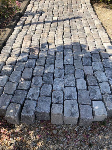 pavé en granit ancien avec ombre exterieur