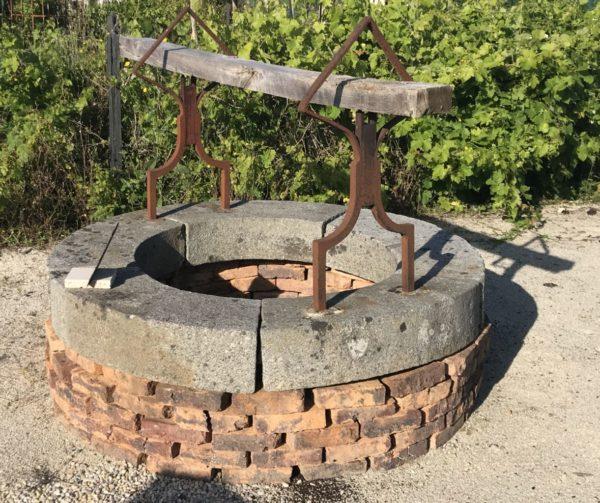 puits ancien en fer forgé