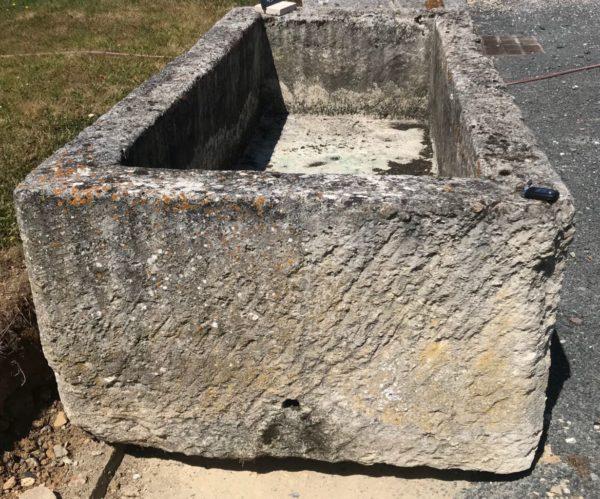 grand bac ancien de recuperation en pierre