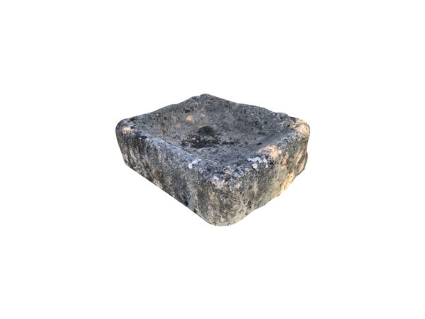 auge ancienne de forme carrée