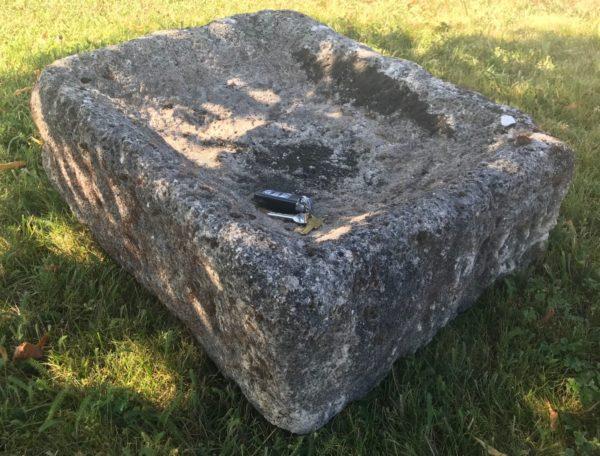 auge ancienne en carrée et pierre naturelle