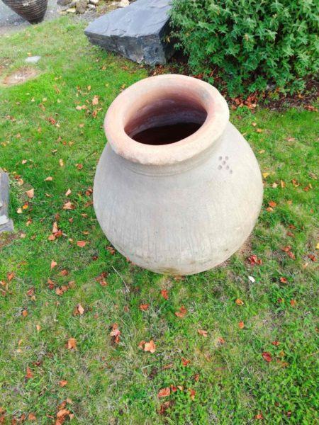 jarre antique amphore en exterieur