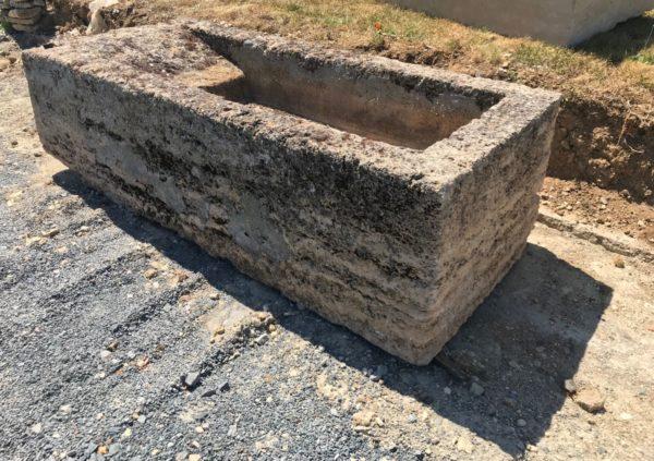 ancien lavoir en pierre calcaire