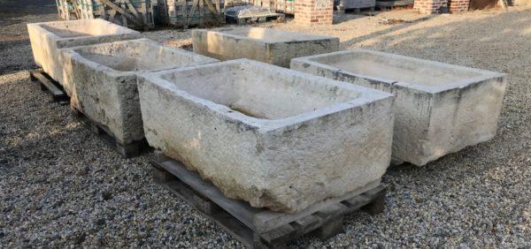 lot de grands bacs anciens en pierre calcaire