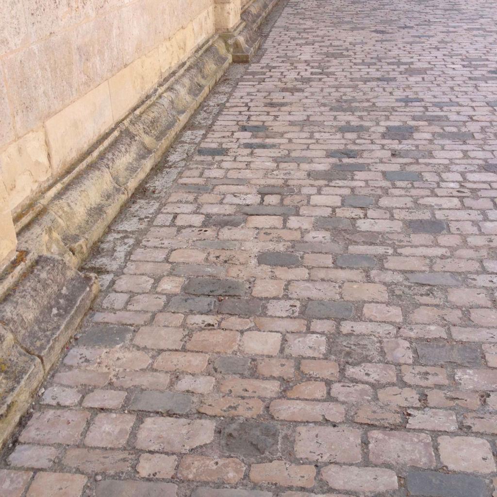 pavé en pierre calcaire de Chambord