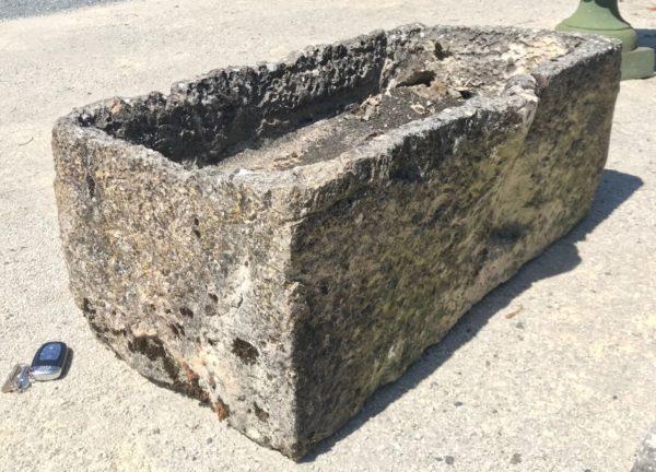 petite auge authentique en pierre ancienne