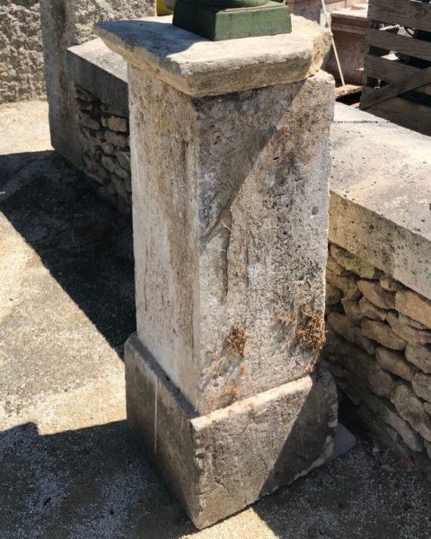 piedestal ancien en pierre