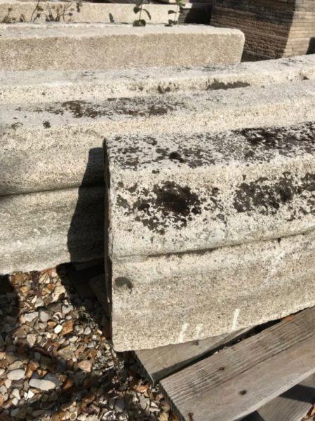 bordures en pierre anciennes créant un oval
