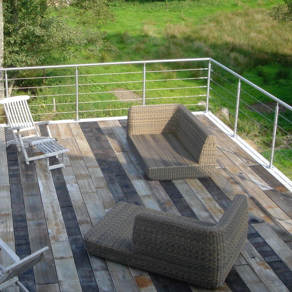 terrasse en normandie avec du plancher wagon