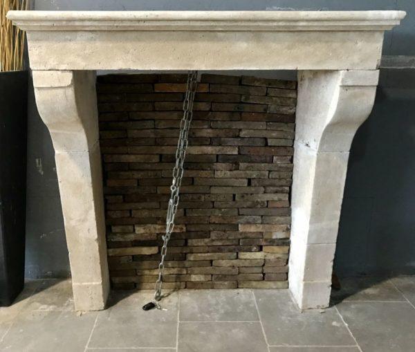 cheminee ancienne en pierre campagnarde de france