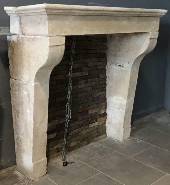 cheminee ancienne au style français campagnard
