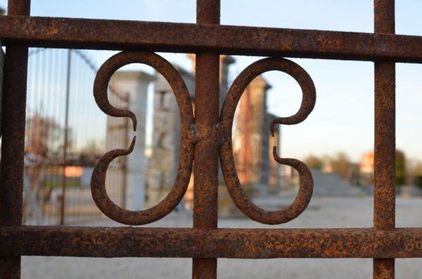 details zoomé du grand portail en fer