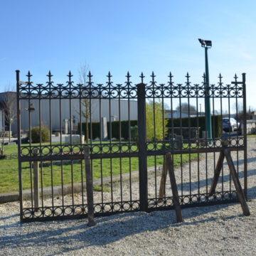 portail ancien en fonte et en fer