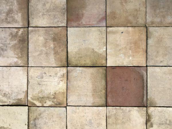 tomettes anciennes de forme carrées de récupération