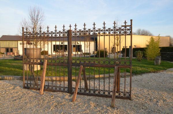 vue de droite du portail en fonte et fer