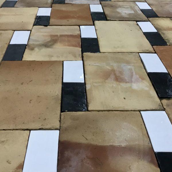 parefeuille 2 briques emaillees blanches et noires