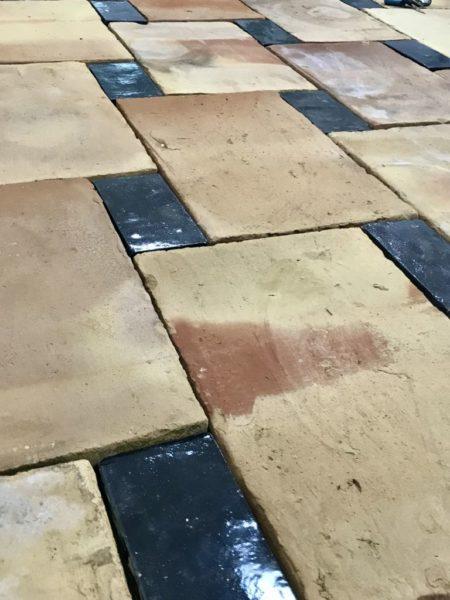 parefeuille ancien avec brique finition noirs