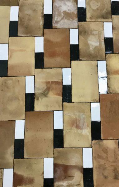 parefeuille avec deux briques de couleurs clair et foncé