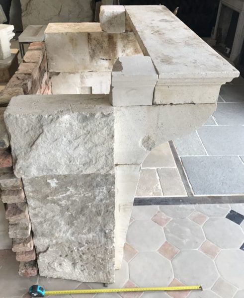 bloc de pierre ancienne de la cheminée campagnard