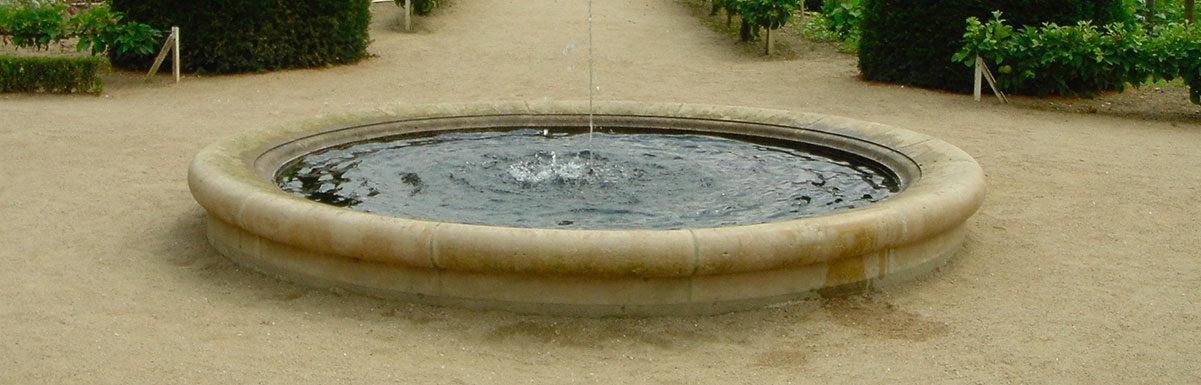 bordure de bassin ancien dans le château de Chenonceau
