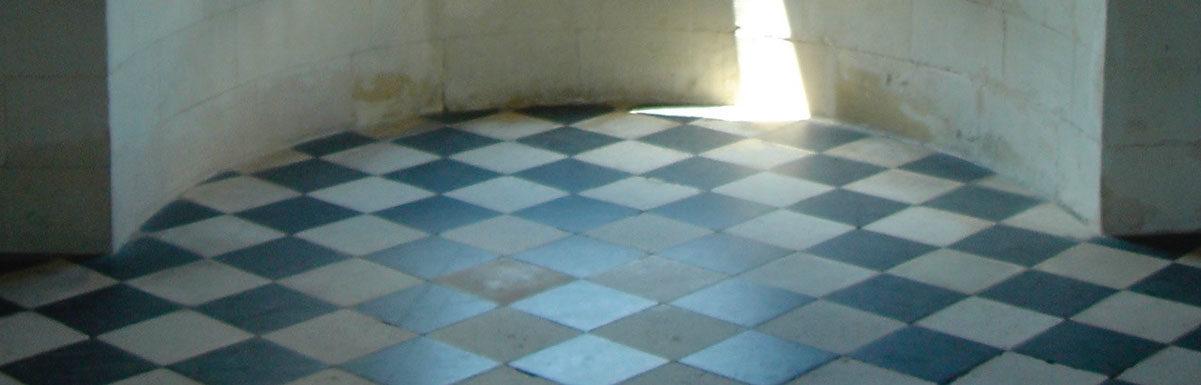 Dallage à Chenonceau intérieur en damier ancien