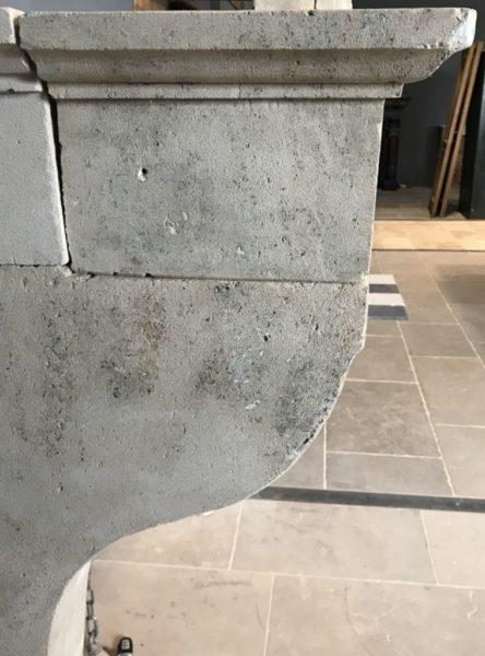 details de la cheminee de style campagnard