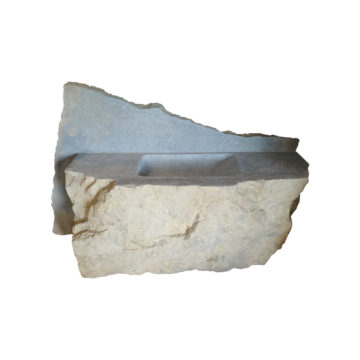 évier taillé dans une pierre calcaire
