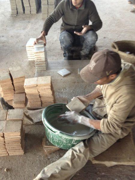 fabrication manuelles des zelliges au maroc
